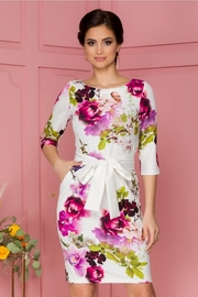 rochii albe cu flori rosii